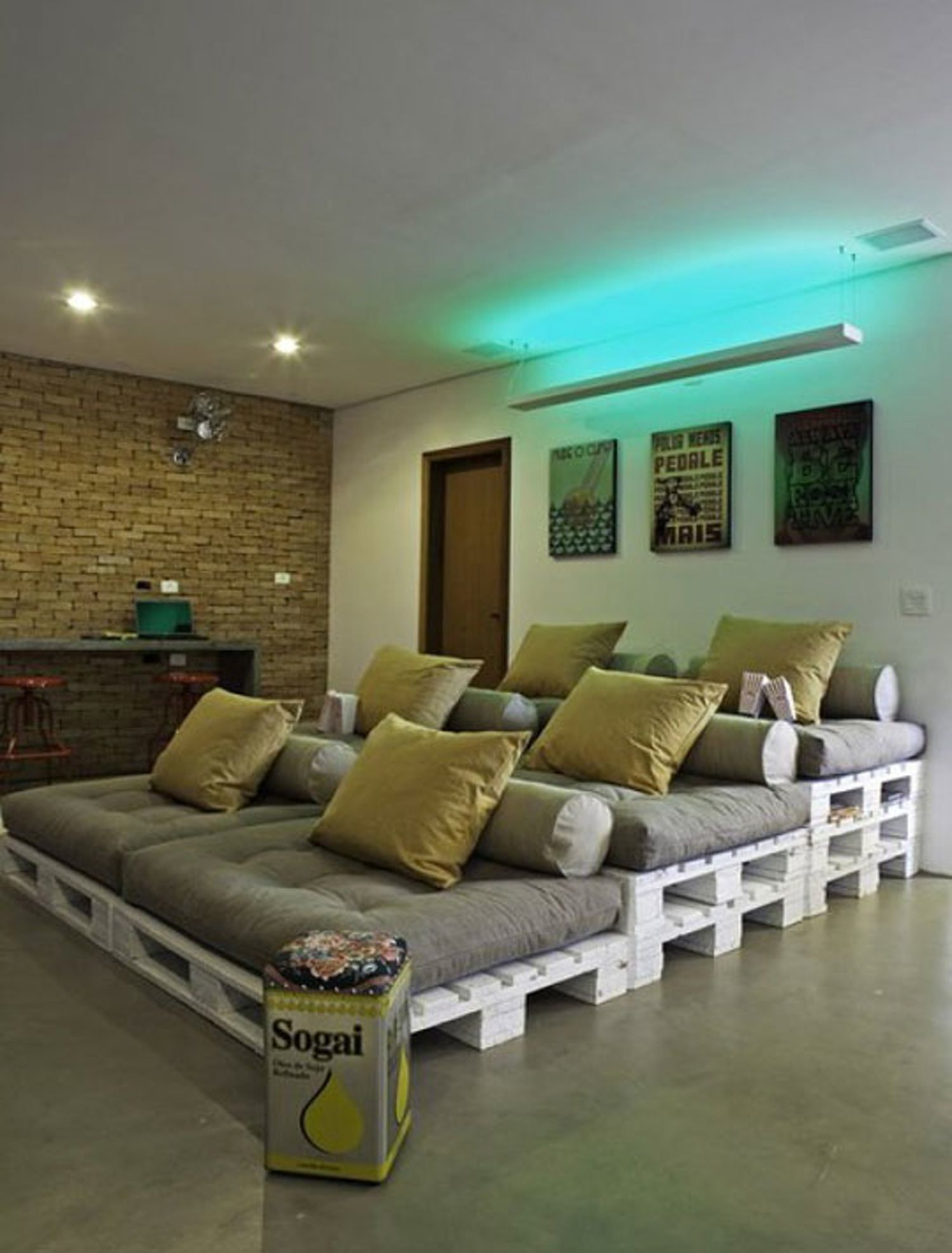 Home-entertainment-design-ideen diy stadium style home theater seating u final frame  theater seats