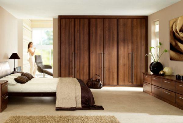 Ideen fürs Schlafzimmer Design warm braun dunkel schrank bett ...
