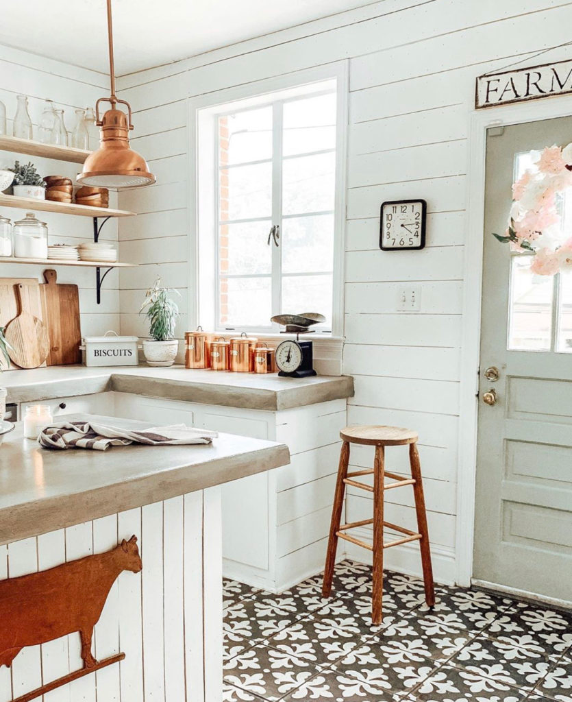 open shelving why i love it in 2020 kitchen design farmhouse kitchen design farmhouse kitchen on farmhouse kitchen open shelves id=14875