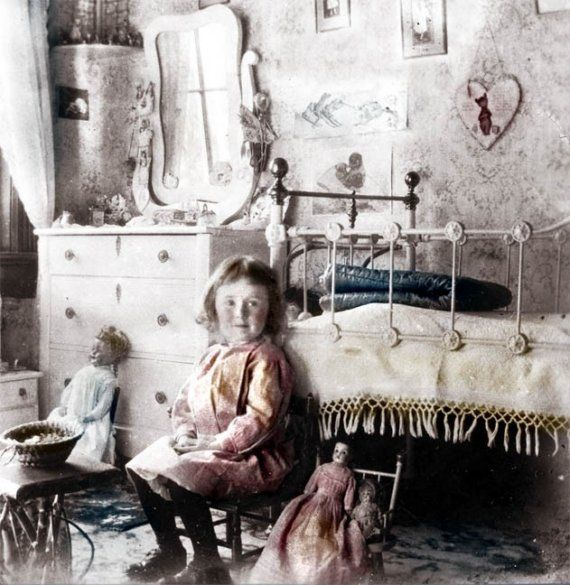 Lillie w Her Dolls in Victorian Bedroom Little Girl Dream come - küche vintage look