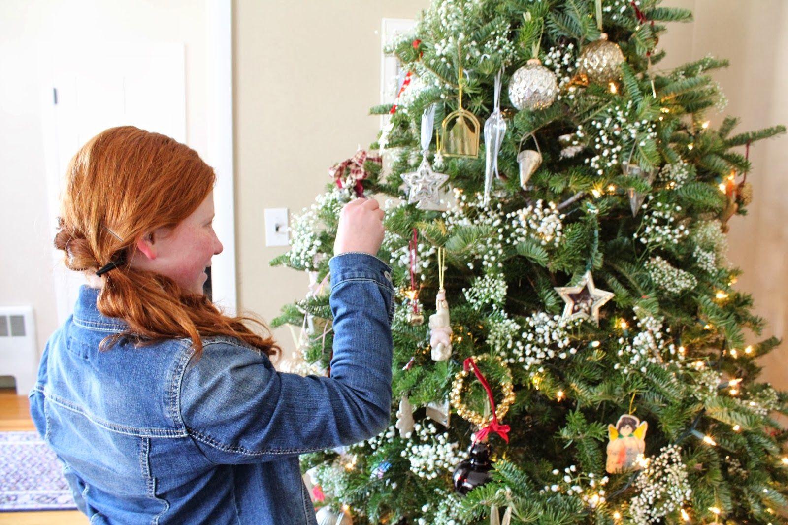 Pin By Meep Meep On Diy Babys Breath Christmas Tree Farmhouse Christmas