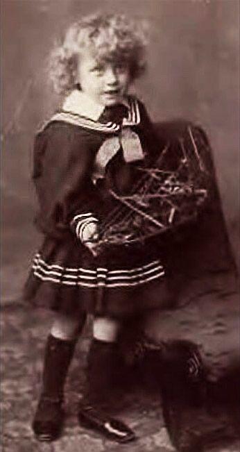 Pin von HolgerH auf Historical boys clothing (dresses and skirts ...