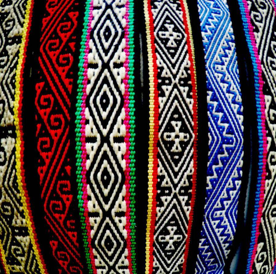 Ejemplo de bordados mexicanos es el rarámuri.