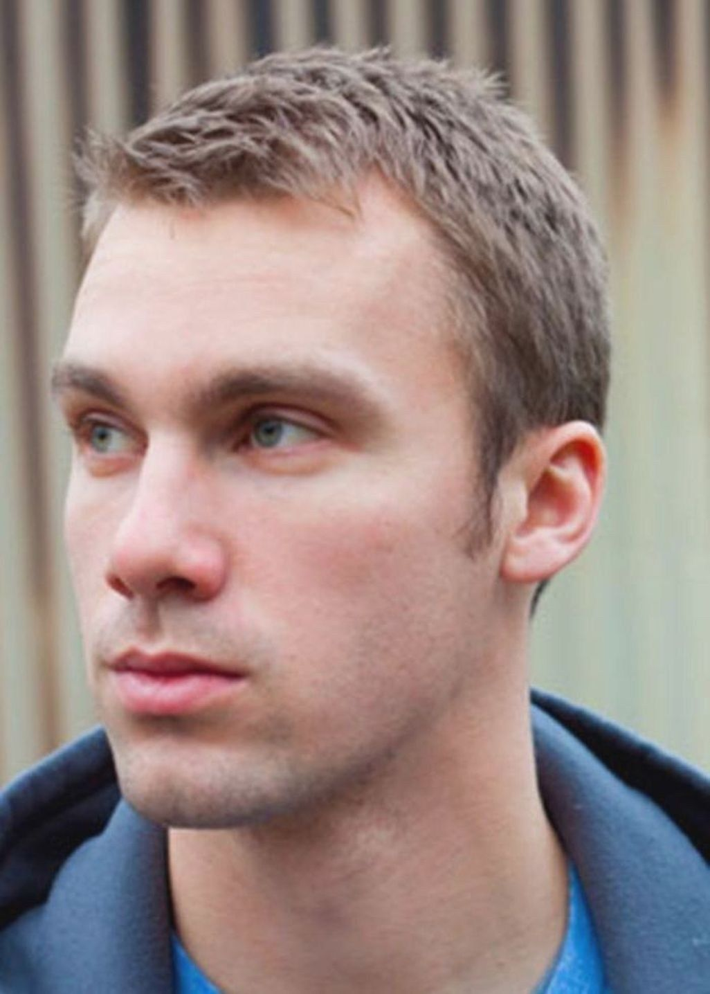Adorable hairstyles for men with receding hairlines 27