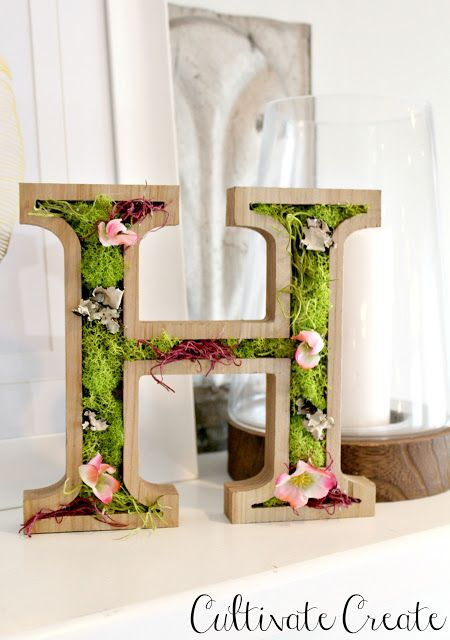 Wooden Spring Moss Monogram + The Creative Corner #87: DIY, Craft & Home Decor Link Party | The DIY Mommy