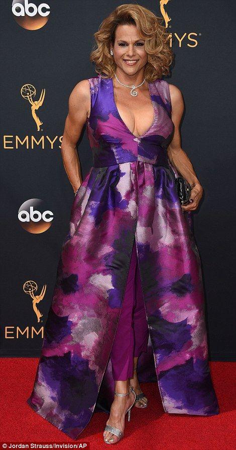 Priyanka Chopra Sofia Vergara And Emily Ratajkowski Wow At Emmys