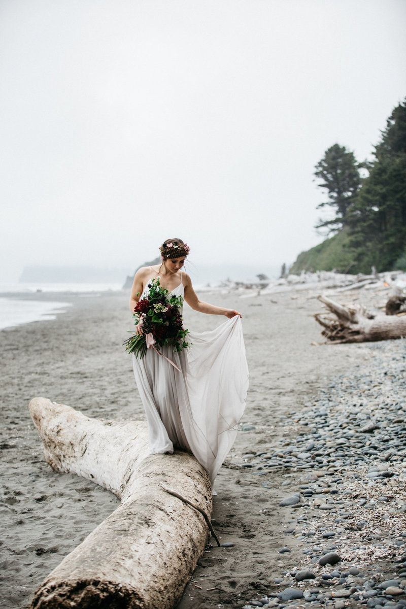 Pacific Northwest Waterfall Elopement Oregon Washington And California Offer An Abundance Of Waterfalls To Have Or Wedding