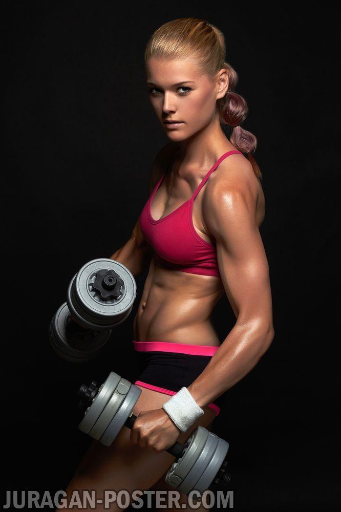 einzelne weibliche Bodybuilder
