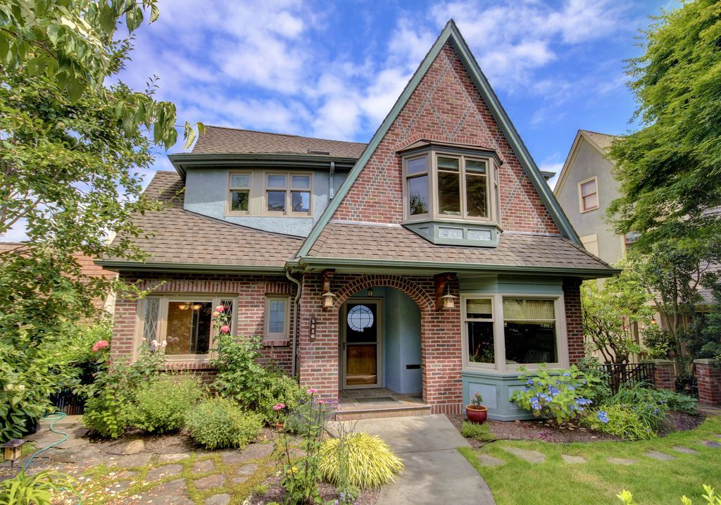 Pin By Wesley On Hazterv Seattle Homes Tudor Style Homes Historic Homes