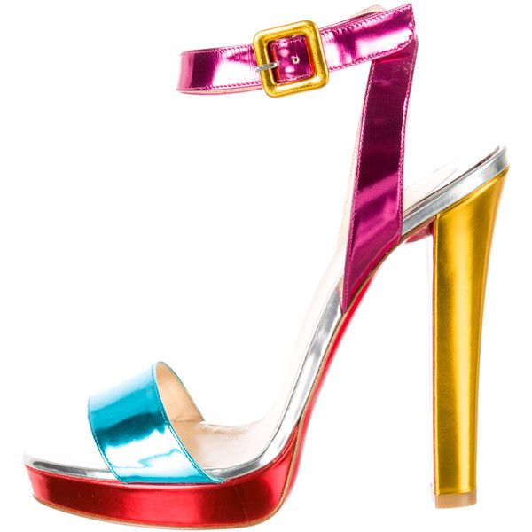 Pre-owned Christian Louboutin Metallic Echasse Sandals (€360) ❤ liked on Polyvore featuring shoes, sandals, yellow, christian louboutin shoes, leather platform sandals, christian louboutin sandals, platform sandals and leather sandals