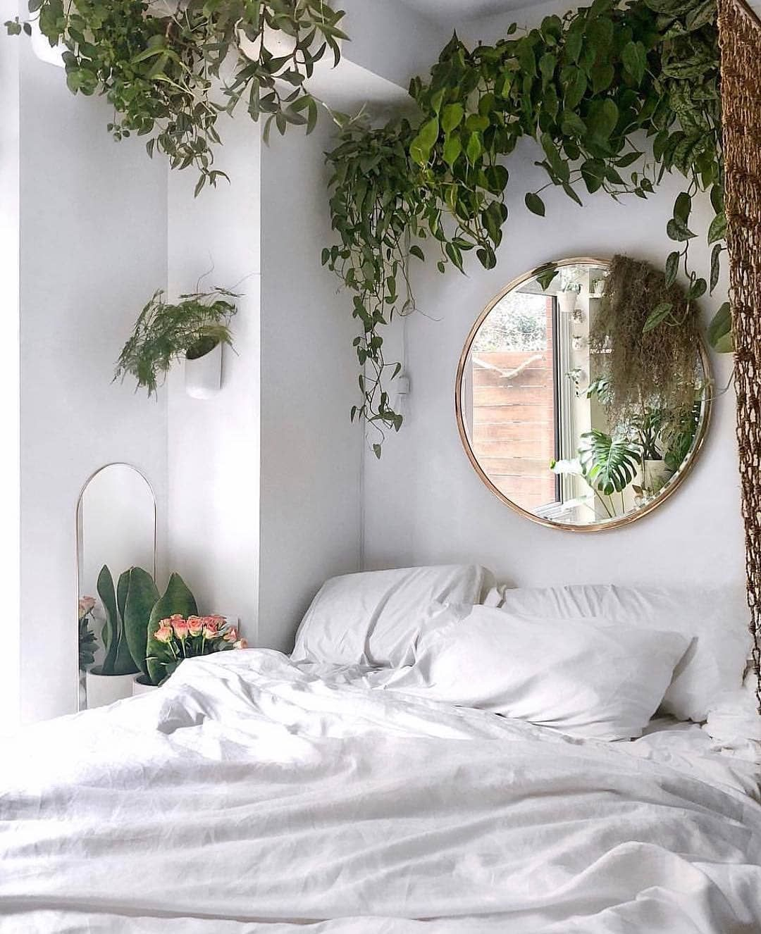 Isn T This The Perfect Houseplant Bedroom Decoration Olivrahomedecor Greenyourspace Plantlovers Plantl Chic Bedroom Design Guest Bedroom Design Bedroom Design