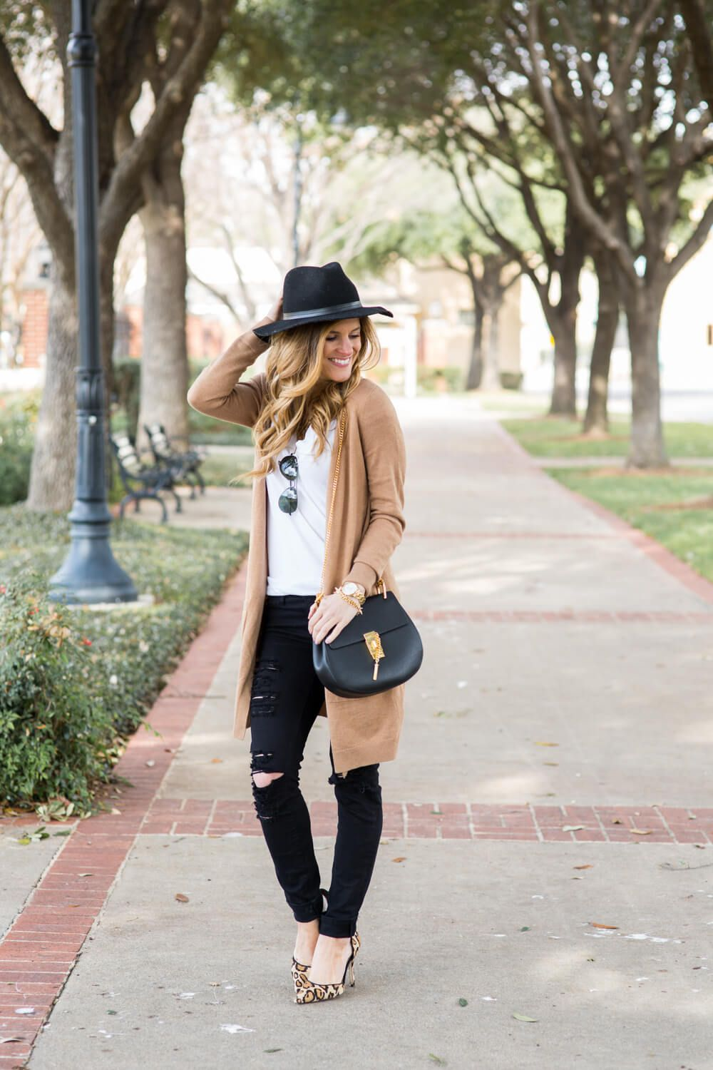 What To Wear With Black Jeans 30 Black Jeans Outfit Ideas Outfits With Hats How To Wear Cardigan Fall Outfits Women
