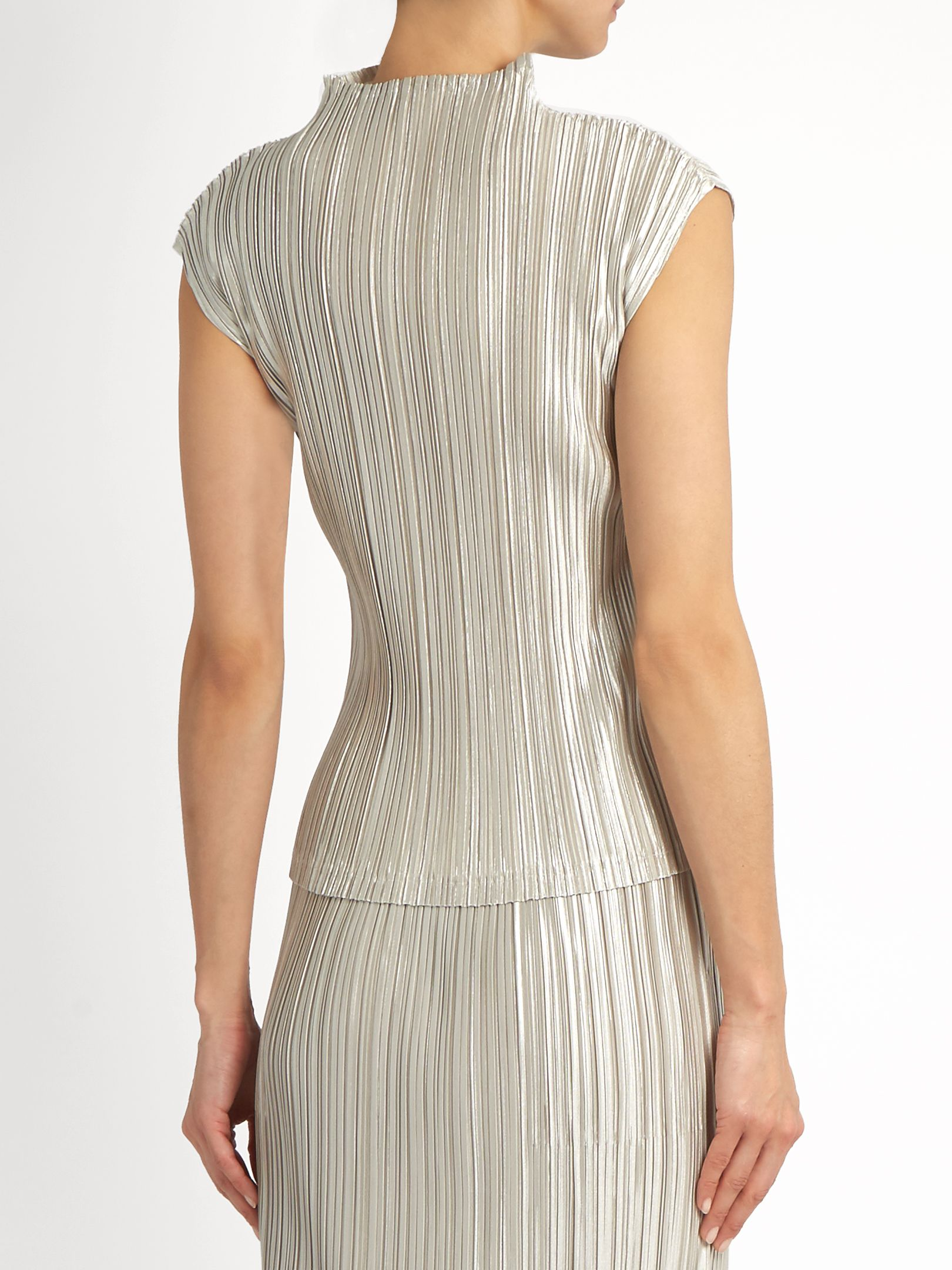 4955ac9587e1 High-neck pleated top