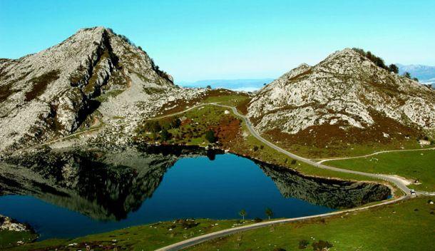 Los Ocho Lagos Más Bonitos De España Lagos De Covadonga Picos De Europa Paisajes