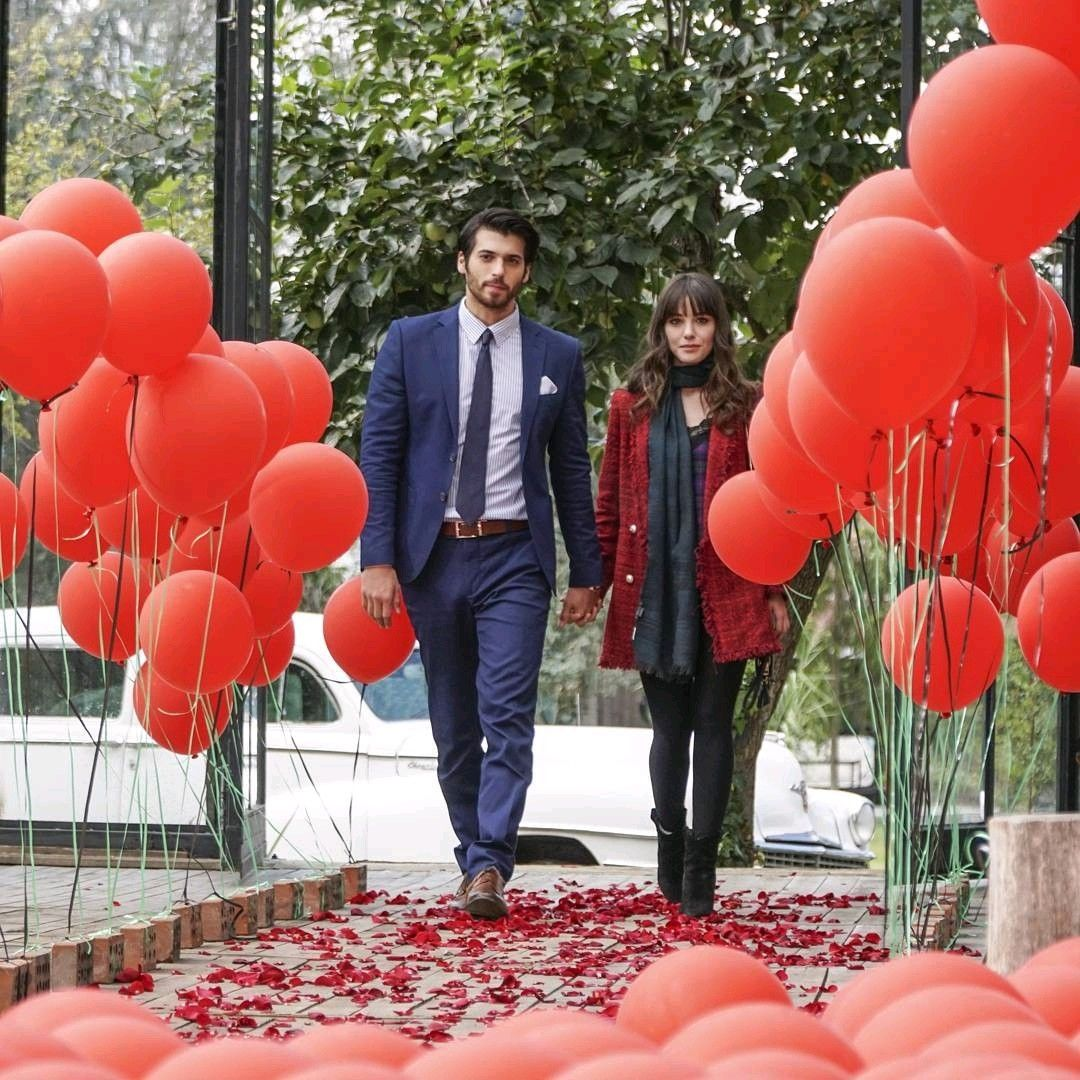 Can Yaman As Ferit And Ozge Gurel As Nazli In The Turkish Tv