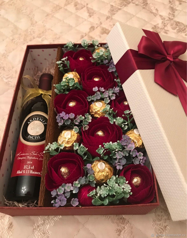 Bukety Ruchnoj Raboty Svitboks Pod Vino Sre Podarok Na Den Rozhdeniya Christmas Gifts For Coworkers Wine Gift Boxes Chocolate Flowers Bouquet