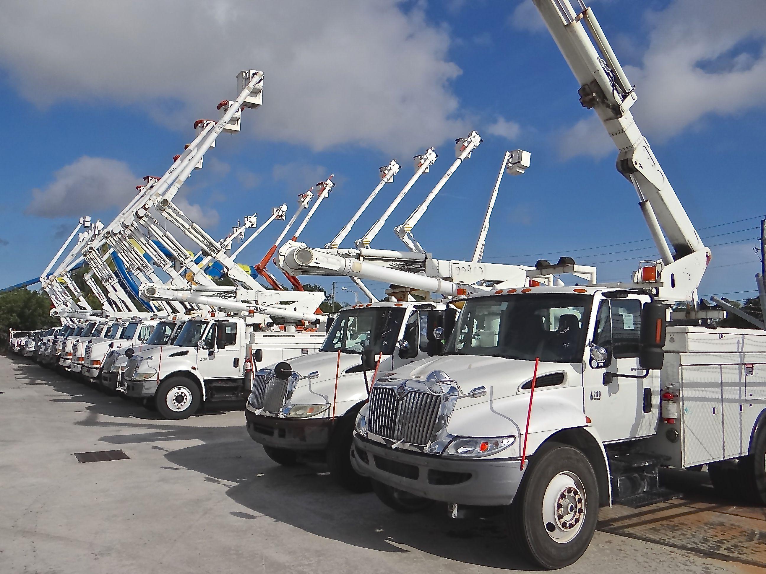 Lots Of Used Bucket Trucks Sell In Riviera Beach Fl West Palm Area Each Year Riviera Beach Bucket Truck Trucks