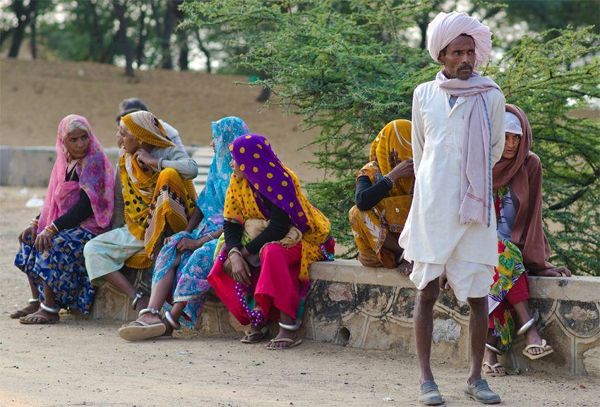 https://flic.kr/p/dKDSu3 | Waiting For Transport | Pushkar, Rajasthan, India.