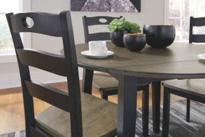Froshburg Dining Table and 4 Chairs Set