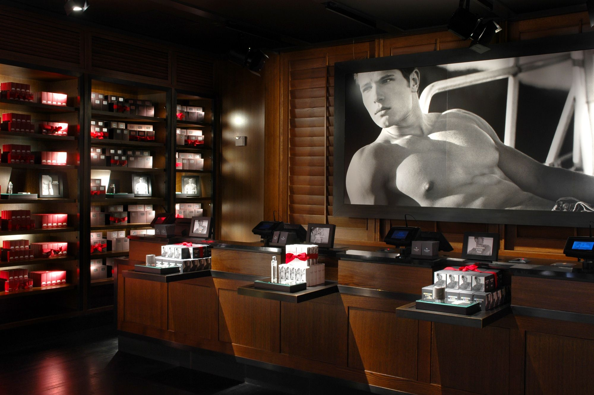 World class audio system abercrombie fitch new york for Abercrombie interior design and decoration