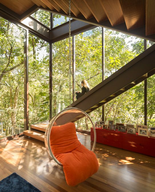 Residência Limantos / Fernanda Marques Arquitetos Associados @fmaa @fgsg #living #sitting #chair #window #view #landscape #nature #yard #backyard #green #stairs #BubbleChair