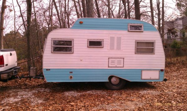1964 Travel Trailer Found This On Craigslist For 1000 One Day Adam Grason And I Will Redo One Of These And Use It For Camping At Wdw Camper Love Retro