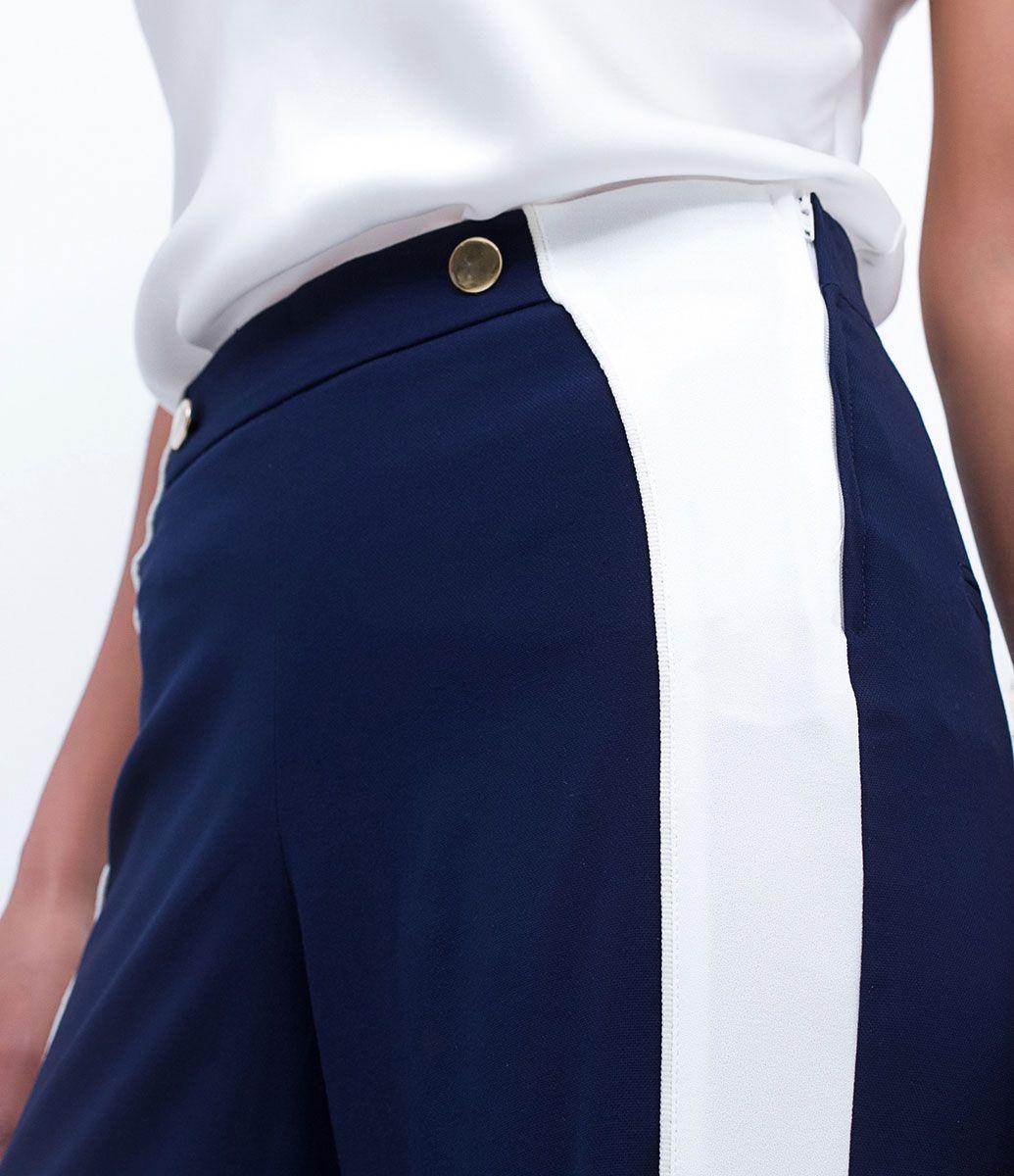 Calça feminina      Modelo Pantalona      Com recorte lateral      Com textura      Marca: A-Collection      Tecido: Alfaiataria      Composição: 52% Viscose, 45% Poliéster, 03% Elastano      Modelo veste tamanho: 36           Medidas da modelo:         Altura: 1.74     Busto: 84     Cintura: 62     Quadril: 89         COLEÇÃO VERÃO 2017         Veja mais opções de    calças femininas.