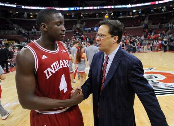 Indiana's Victor Oladipo,left, is congratulated by coach Tom Crean after  defeating Ohio State 81-68 Sund… | Indiana hoosiers basketball, Victor  oladipo, Iu hoosiers