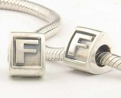 abalorios pandora letra f