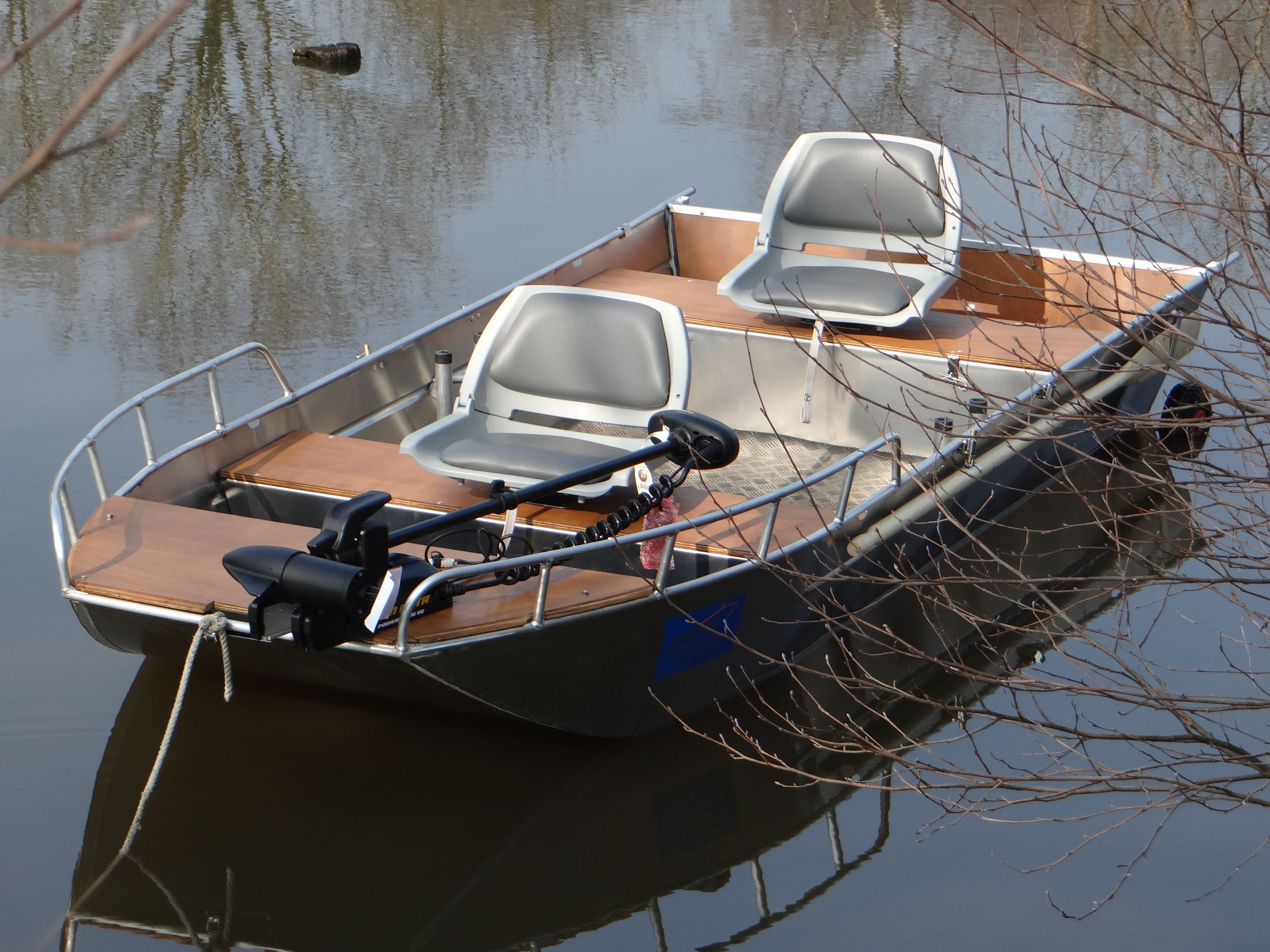 bateau a moteur canot en aluminium