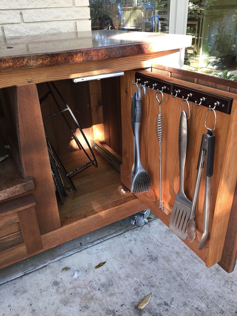 Küchendesign im freien thereus plenty of storage space inside the morgan design big green