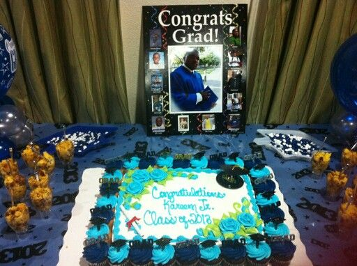 Cake Table For Graduation With Images Graduation Party Cake