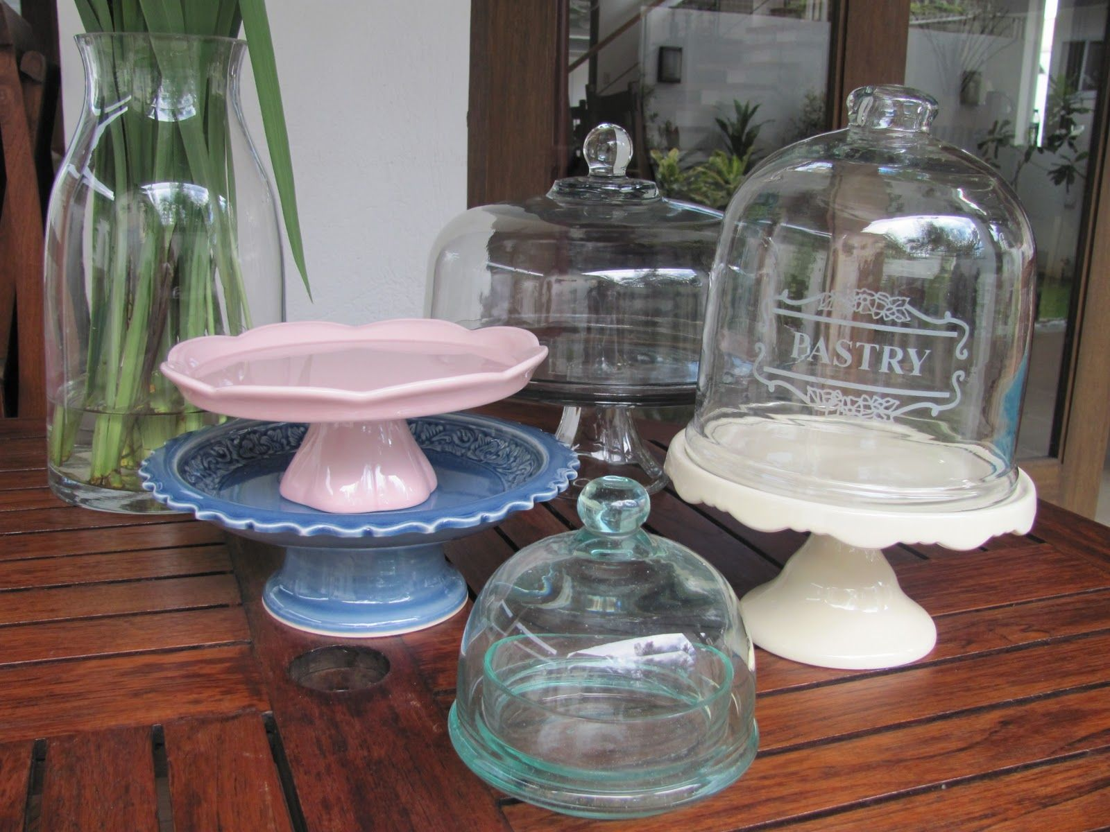 Several pretty cake plates Different styles & colors