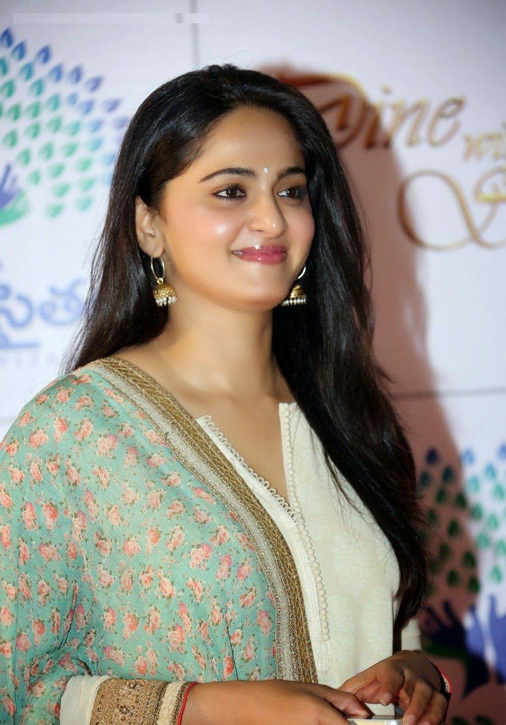 Anushka shetty anushka shetty hot stills pictures beautiful pictures - Anushka Shetty Cute Stills In White Dress Anushka Shetty