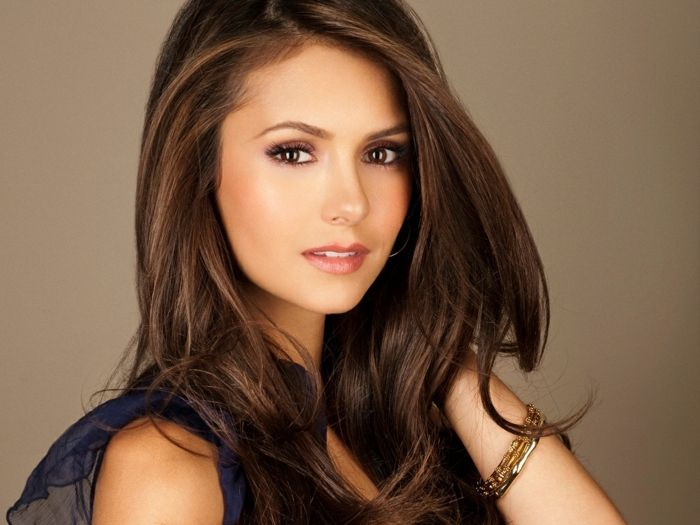 nina dobrev professionelles bild braune augen charmante. Black Bedroom Furniture Sets. Home Design Ideas