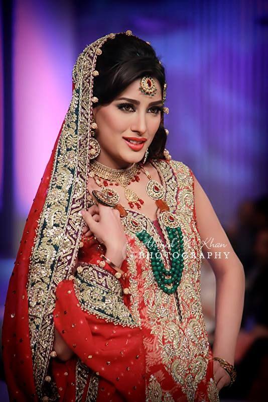 0697d10d8d show stopper 'Mehwish Hayat' @ Bridal Couture Week 2013 | Pakistani ...