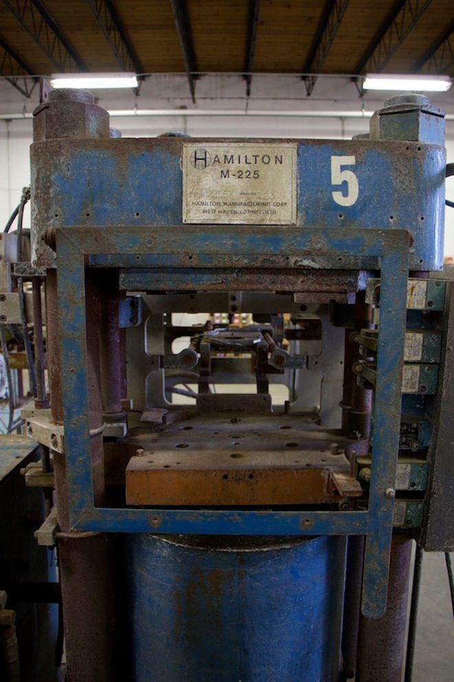 Us Vinyl Factory Finds 13 Abandoned Presses And Becomes One Of The Country S Biggest Pressing Plants Garage Sale Finds Garage Sales Vinyl