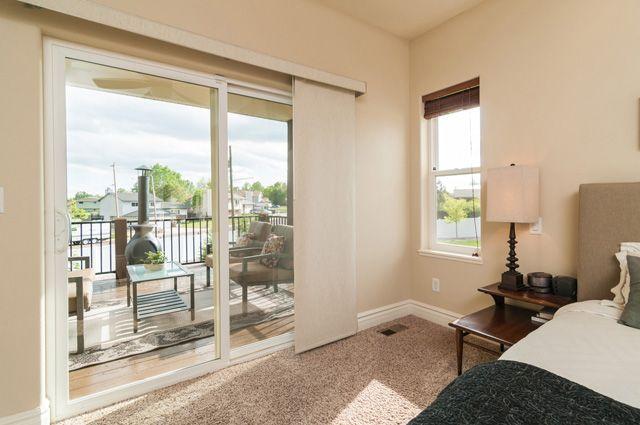 Master Bedroom Deck Big Sliding Doors Lots Of Light Master