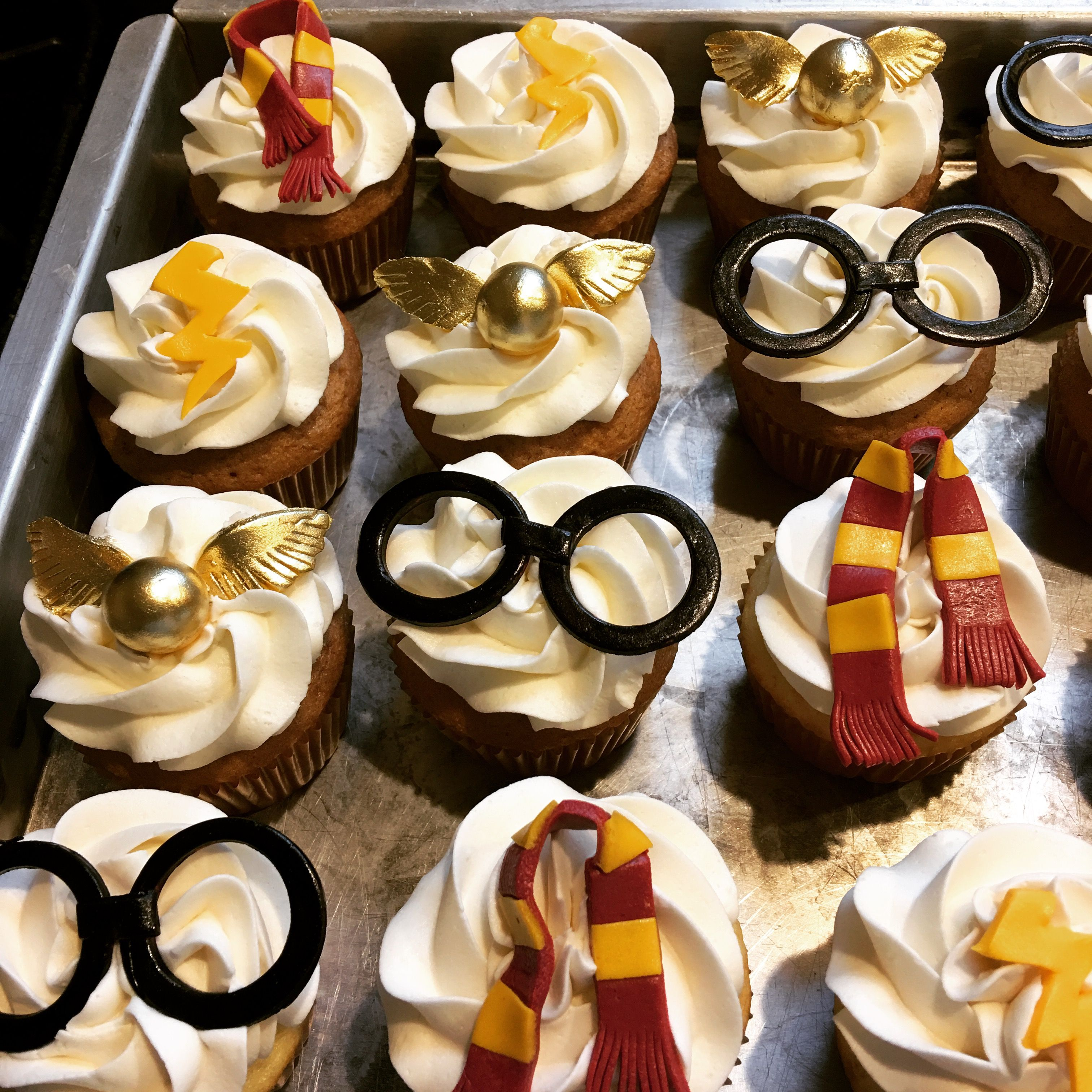 harry potter cupcakes my cakes pinterest tortendeko. Black Bedroom Furniture Sets. Home Design Ideas