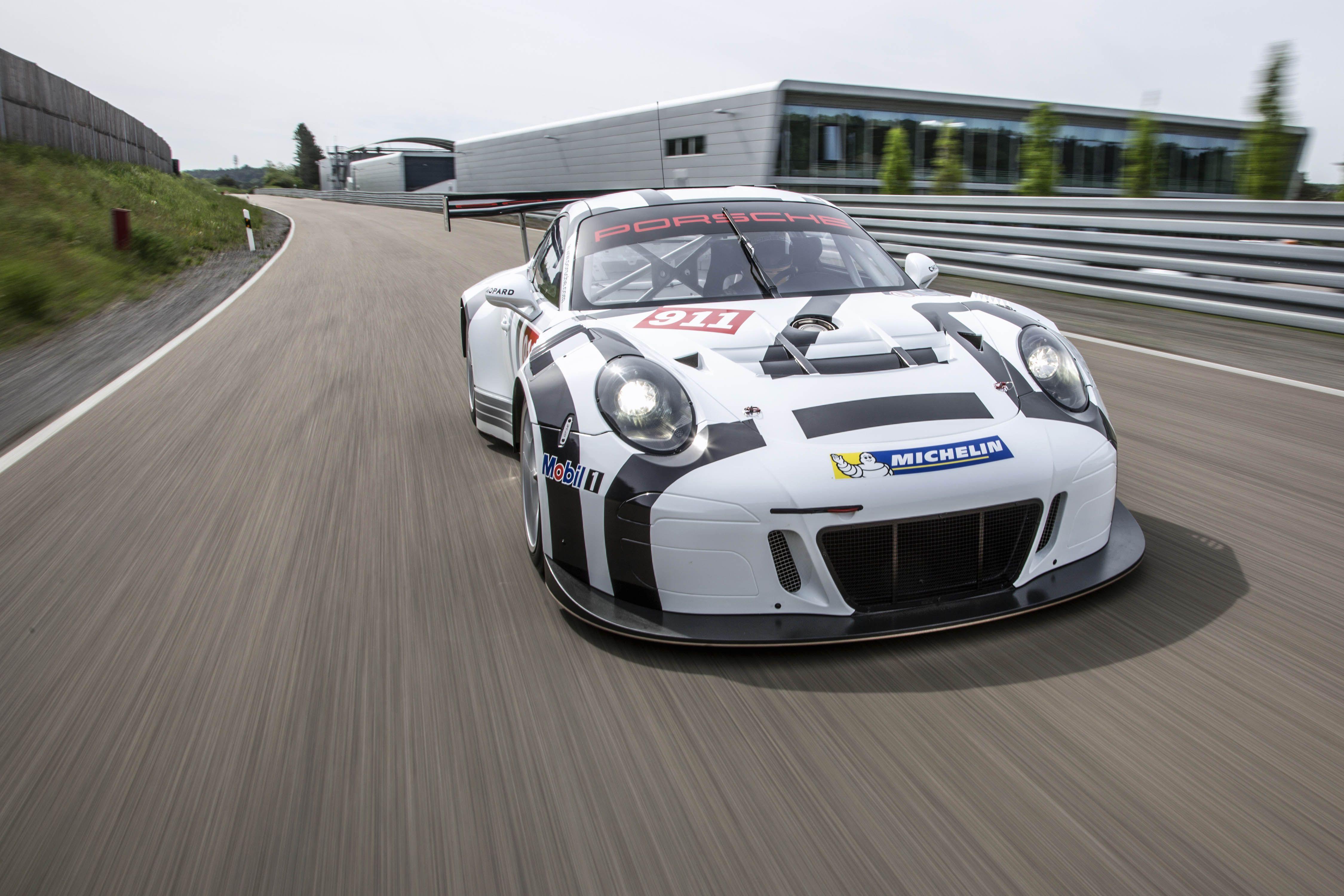 Porsche heeft op basis van de 911 GT3 RS een nieuwe racewagen voor klanten ontwikkeld: de GT3 R die geschikt is voor inzet bij GT3-races.