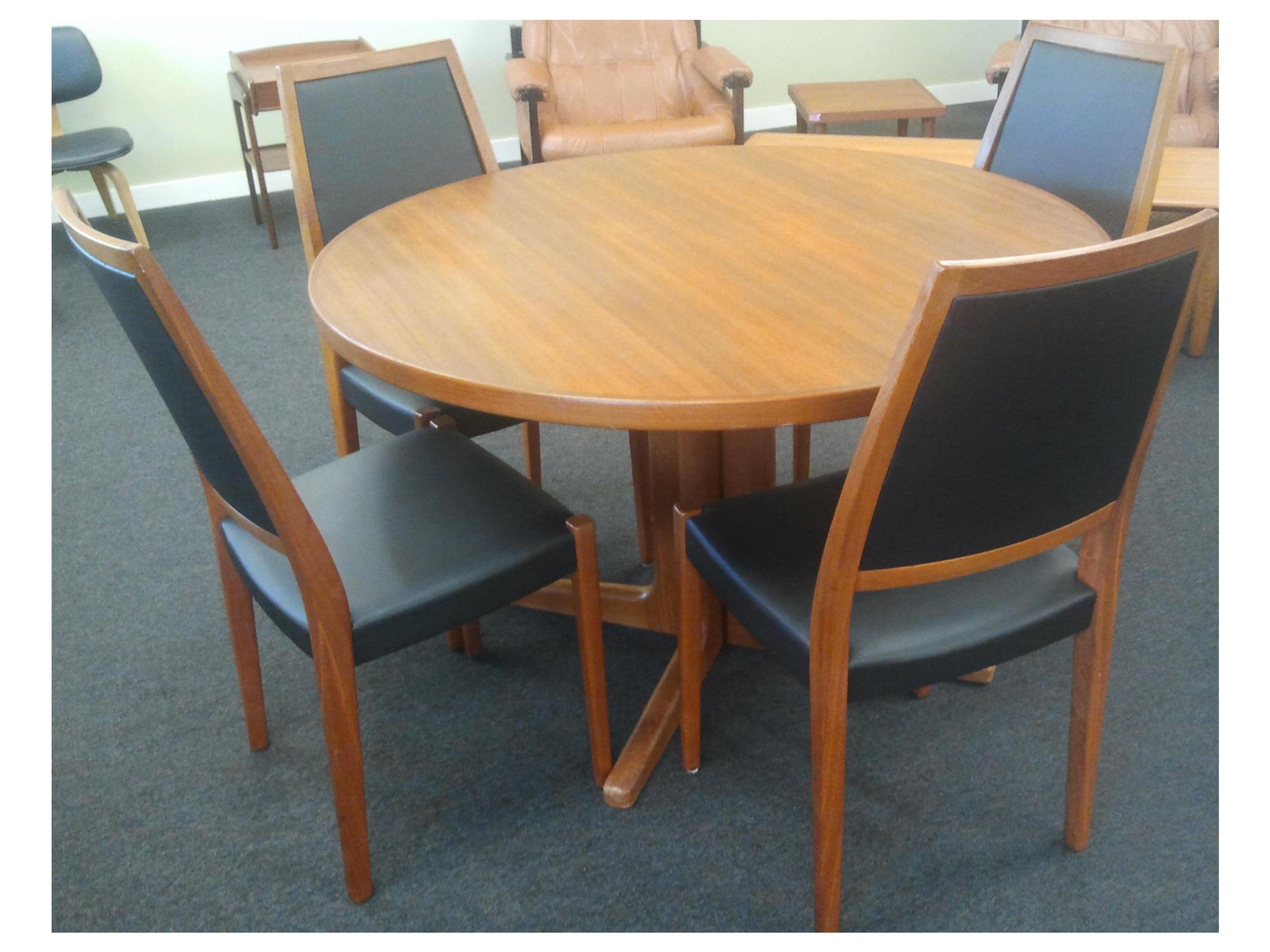 Vintage Danish Mid Century Modern Teak Dining Room Set. Table Has (2)  Extension