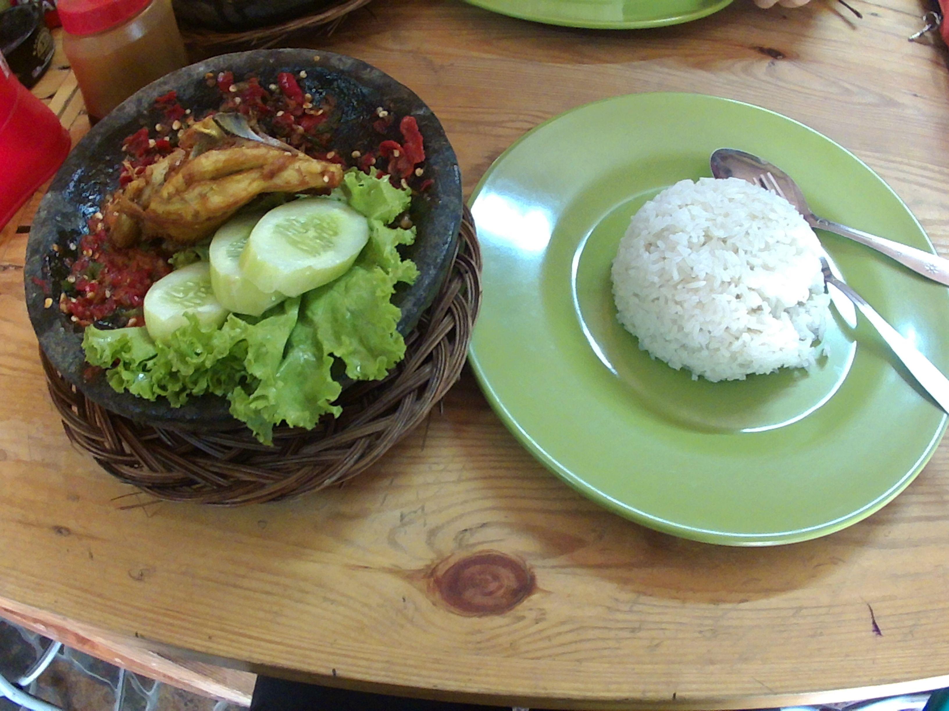 Ayam Sambal, nuestro primer plato en Indonesia