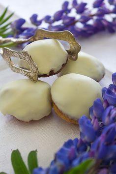 biskvier med vit choklad