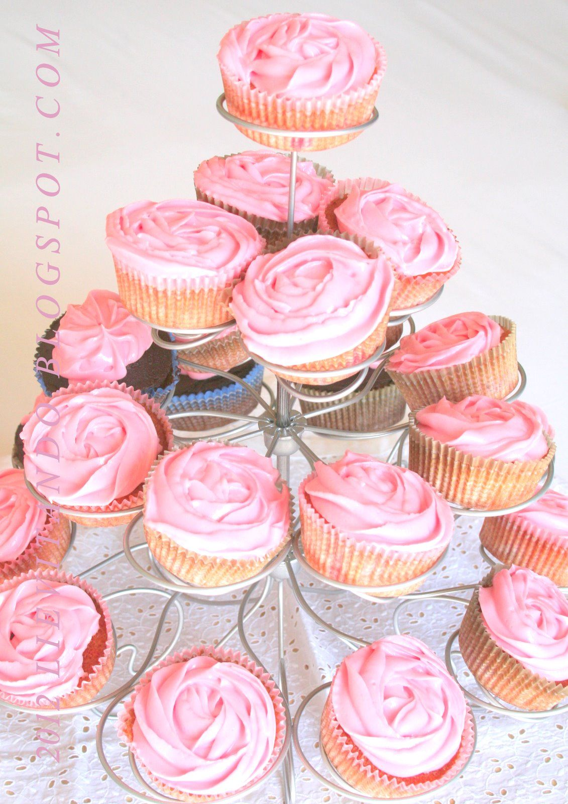 cupcake with strawberry frosting to Philadeiphia