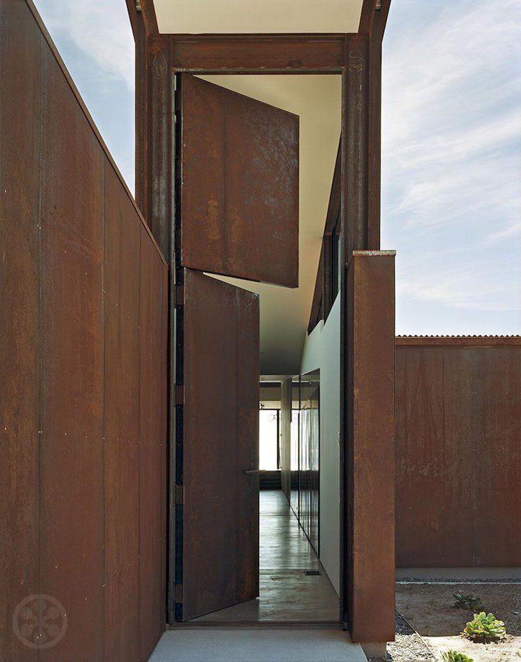 Porte du0027entrée acier patiné pour transformer la maison en galerie d