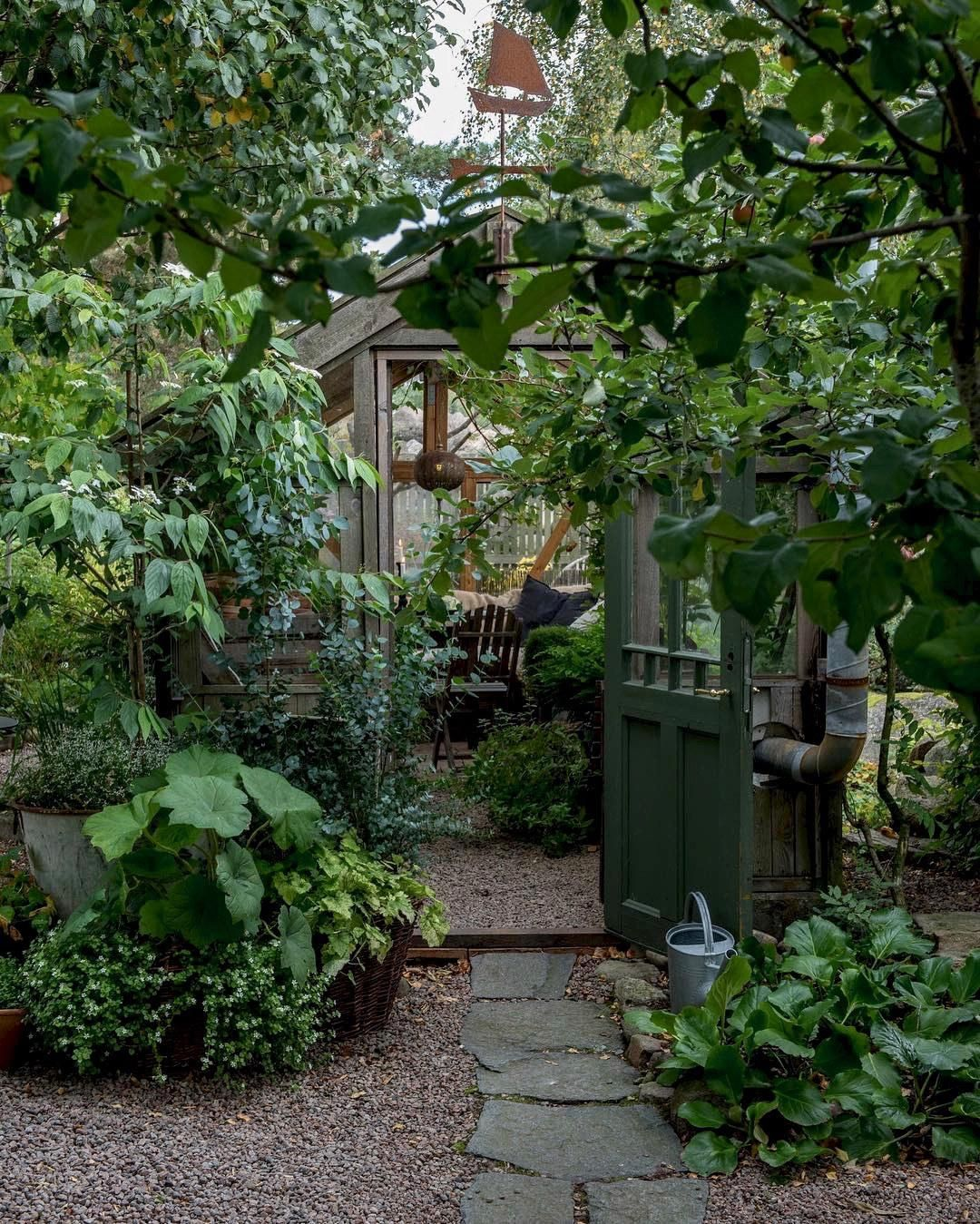 Small Garden Secrets: 10 Garden Ideas To Steal From Instagram