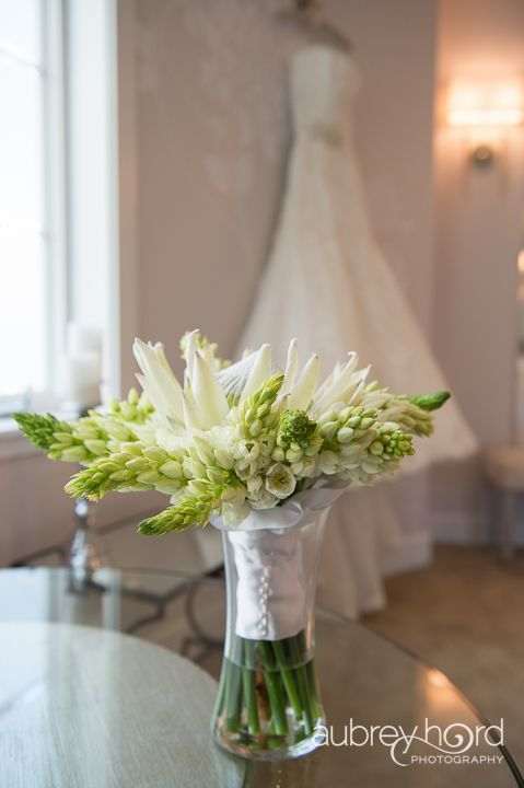 Taylor'd Events » Maui Stylized Shoot   Venue: Sugar Beach Events; Photographer: Aubrey Hord Photography; Floral: Blossom Hawaii #whitewedding #mauiwedding #weddingplanning