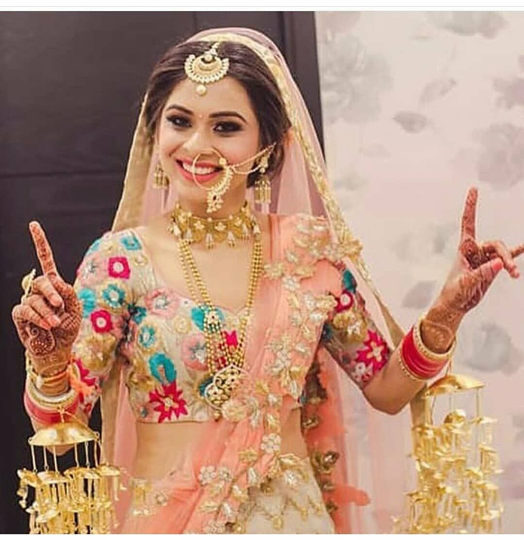 Cute Punjabi Bridal Picture Wedding Lehnga Sikh Lehenga Wear