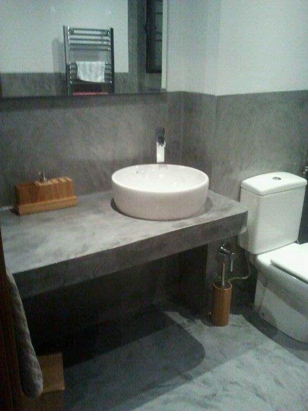 Lavabo y paredes de microcemento ba os ba o for Encimera de concreto encerado bano