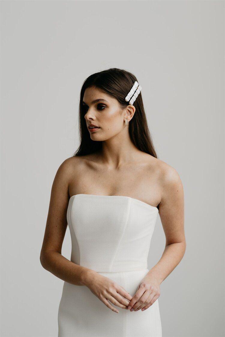 18k Gold Ivory Quartz Stud Bridal Earrings Jade ơi Studio Modern Bridal Accessories Bridal Wedding Earrings Bridal Earrings Modern Bridal [ 1125 x 750 Pixel ]
